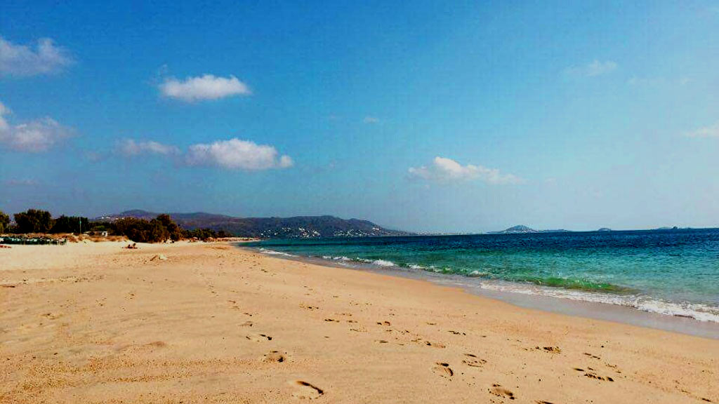 Maragas-beach-footsteps-Nax