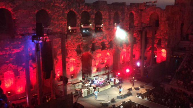 Η Μαρία Μαρκουλή γράφει για το live των Foo