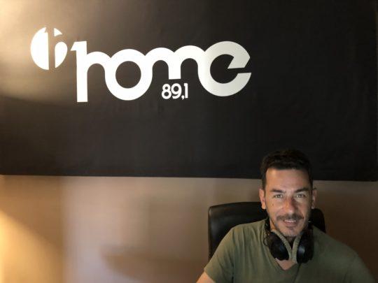 Έλληνα ραδιοφωνικό παραγωγό Δημήτρη Αυγέρο